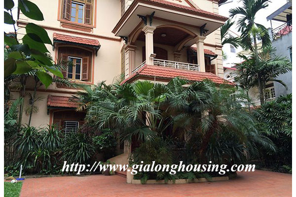 Spacious , fully furnished villa in Tay Ho district for rent