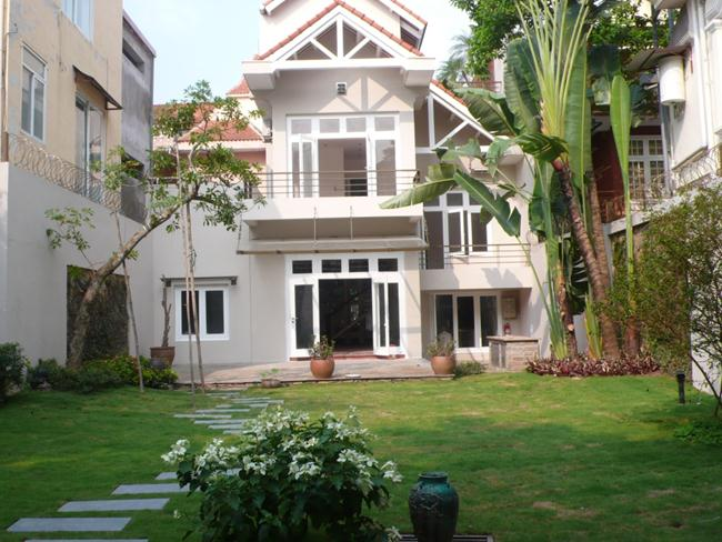 Newly renovated villa for rent in To Ngoc Van for rent
