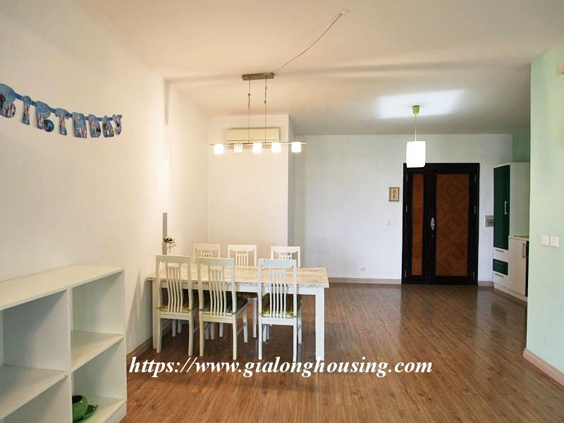 E1 bright apartment with simple design 1
