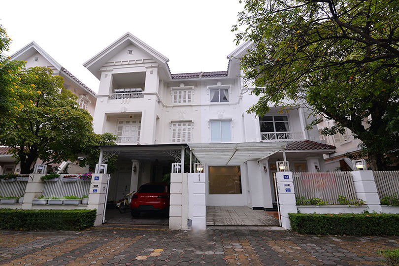 Newly renovated villa in T block Ciputra for rent