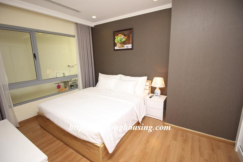 Fully furnished apartment with 3 bedrooms in Vinhomes Nguyen Chi Thanh 4