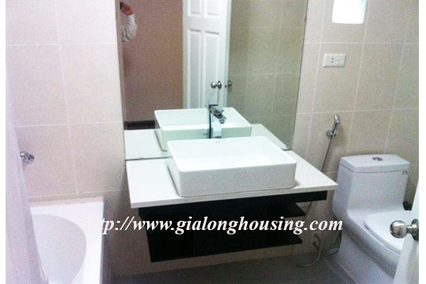 A studio apartment for rent in Mac Dinh Chi Street 4